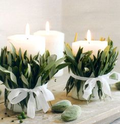 Candles always create warm atmosphere. Wrap some olive leafs around the candles with cute ribbons to make them match to the Grecian theme.