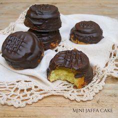 Matcha tea cake and tonka bean - HQ Recipes Sweets Recipes, Cake Recipes, Desserts, Grapefruit Curd, Jaffa Cake, Bean Cakes, Cake Pans, Biscotti, Quick Easy Meals