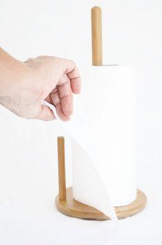 Bambum Cornetti kağıt havluluk sizlere kullanım kolaylığı sunarken, bambunun zengin duruşu ile mutfaklarınıza sıcak bir dokunuş ve şık bir görünüm kazandıracaktır. Ürün Boyutları (cm) : 15,5x15,5X33,5 Ürün Kodu : BKHC1