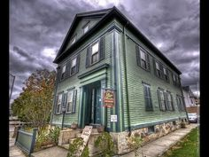 Fall River Massachusetts visiting Lizzie Borden and the family