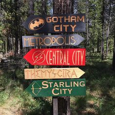 beach signs for the garden Superhero Signs, Superhero Halloween, Superhero Room, Fete Halloween, Superhero Movies, Superhero Party, Comic Party, Comic Book Parties, Comic Book Rooms