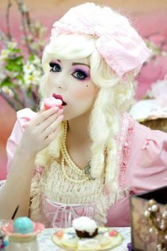 Where to Buy 2015 Halloween Marie Antoinette Doll Makeup - pink lace costume Halloween Makeup Looks, Creepy Halloween, Halloween Make Up, Halloween Costumes, Halloween Inspo, Halloween Halloween, Vintage Halloween, Cosplay Makeup, Costume Makeup