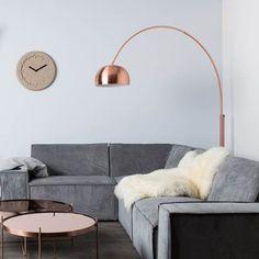 comfortable scandinavian living room decoration ideas that look so fresh 56 Hygge, Couleur Or Rose, Best Interior Design Websites, Color Cobre, Interior Rugs, Gray Sofa, Scandinavian Living, Home Office, Floor Lamp