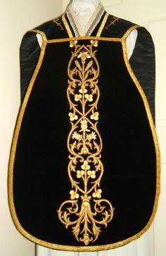 http://www.luzarvestments.co.uk/lmsblack_pages/4792f%20Black%20Roman%20Vestment.jpg Black Velvet Roman Chasuble 5352 Luzar