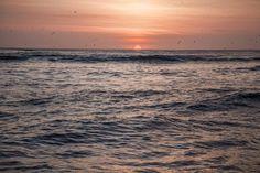 Mar peruano en pleno atardecer barranquino. ©Edgard Flores Mego  #Viaje #Naturaleza #Fotografía #Perú #Caminos #Rutas #Paisajes #Postal #Viajeros #Mochileros #Tours #Flora #Fauna #Ruinas #trekking #Trip #visitperu #arribaperu #discoverperu #primavera #atardecer #playa #sol #noviembre #redsocial #ToursFotográfico #Barranco