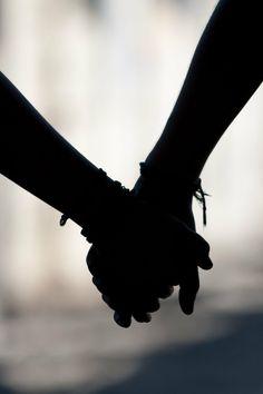 Si se trata de amar, prefiero entregarte el alma, si es gusto nada me persuade para abandonar la soledad.