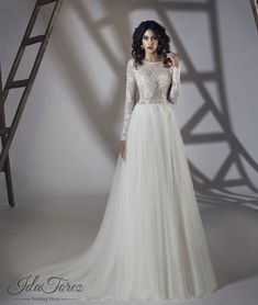 aa4f75aa2141 Svatební šaty ze salonu Adina Wedding Dress Buttons