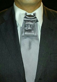 Not just for Women, dress styles are also important to be noticed by men. Especially if Men want to look formal with an amazing style. Surely should not be careless to choose clothes. Sharp Dressed Man, Well Dressed Men, Tie A Necktie, Necktie Knots, Cool Tie Knots, Fancy Tie, Scarf Knots, Look Formal, Tie And Pocket Square