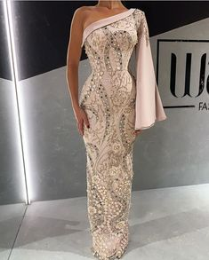 rip the sleeve off and I love it Best Party Dresses, Girls Party Dress, African Lace Dresses, African Fashion Dresses, Dinner Gowns, Evening Dresses, Maxi Dresses, Elegant Dresses, Pretty Dresses