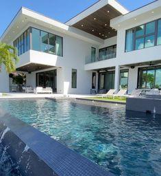Modern Villa Design, Modern Mansion, Modern Houses, Luxury Homes Dream Houses, Dream Homes, Luxury Pools, Dream House Exterior, Waterfront Homes, Dream Home Design