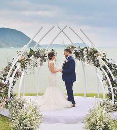 Choose Your Minimalist Wedding Backdrop - Pilih Latar Pelaminan Minimalismu Wedding Ceremony Ideas, Wedding Altars, Wedding Stage, Ceremony Backdrop, Outdoor Ceremony, Arch Wedding, Wedding Beach, Budget Wedding, Wedding Planning