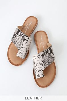 Spend those hot hot days in the Chinese Laundry Gemmy Black and White Snake Leather Sandals! These cute little sandals are shaped from supple genuine leather. Black Sandals, Gladiator Sandals, Leather Sandals, Black Shoes, Sandal Heels, Python Print, Sport Sandals, Slide Sandals, Women Sandals