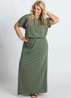 Vestido Longo Verde Detalhe Fenda Plus Size - Posthaus Plus size shapewear and bras from slimmingbodyshapers.com would totally help keep your curves in shape, bringing out the best and keeping control and support  #slimmingbodyshapers
