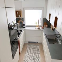 136 small kitchen ideas that will make your home look fantastic page 32 Kitchen Room Design, Home Room Design, Kitchen Cabinet Design, Modern Kitchen Design, Home Decor Kitchen, Interior Design Kitchen, House Design, Kitchen Ideas, Small Apartment Kitchen