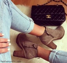 Denim jeans, suede boots and Chanel bag for fall style.
