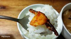 멸치볶음과 밥, Stir-fried enchovies and rice. This is so yummy one spoon ♡ Iike this so much. I made this banchan at home. One enchovy and garlic on the rice. Let's eat this :)  멸치볶음[myeolchi bokeum], stir-fried enchovy  #멸치볶음