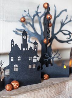 Looking for some DIY Halloween Decorations. This spooky Halloween village is perfect as a centerpiece on your dinning table or for your mantel or shelf. Halloween Town, Theme Halloween, Halloween Decorations For Kids, Hallowen Ideas, Fairy Halloween Costumes, Easy Halloween Crafts, Holidays Halloween, Holiday Crafts, Diy Halloween Village