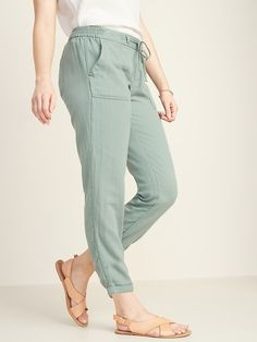 Old Navy Mid-Rise Soft Twill Pull-On Utility Pants for Women Petite Fashion Tips, Petite Outfits, Trendy Outfits, Toddler Boy Fashion, Toddler Girl Style, Cotton Pants, Linen Pants, Fashion Pants, Girl Fashion