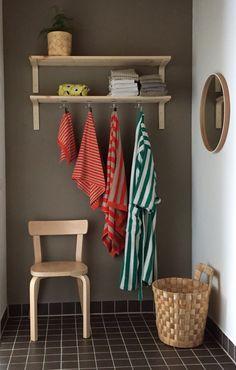 Uusi pukuhuone Balconies, Porches, Entryway Bench, Toilet Paper, Laundry Room, Furniture, Home Decor, Verandas, Front Porches