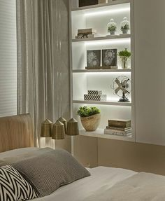 Dining Room Storage With Floating Shelves Home Bedroom, Bedroom Decor, Bedrooms, Living Room Decor, Living Spaces, Tiny Living, Dining Room Storage, Plafond Design, Interior Decorating