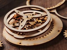 DIY Steampunk Gear Art by SteamyTech @marieholzer