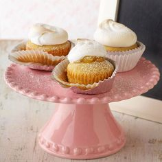 Wow your guests with these Lemon Meringue Pie Cupcakes. More spring cakes and cupcakes: http://www.bhg.com/recipes/desserts/cakes/spring-cakes-and-cupcakes/?socsrc=bhgpin061213lemonmeringue=22