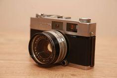 Câmera analógica marca KONICA AUTO S2
