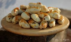 U nás na kopečku: Svatomartinské rohlíčky Sweet Tooth, Garlic, Sweets, Vegetables, Food, Christmas Recipes, Advent, Holidays, Holidays Events