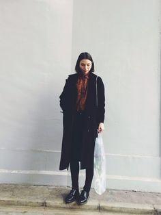 珠里亜さんのチェスターコート「OKIRAKU corduroy coat」を使ったコーディネート
