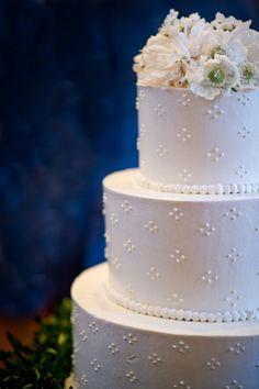 Classic White Wedding Cake | Elizabeth Davis Photography