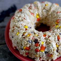 Take Rice Krispies Treats to a new level of fun in this easy cake that makes the perfect Halloween party dessert. Ready in 10 minutes!