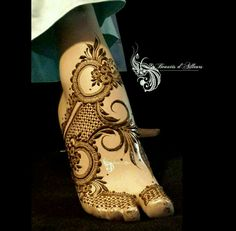 Simple Feet Mehndi Designs Ideas - The Handmade Crafts Mehndi Designs Feet, Legs Mehndi Design, Stylish Mehndi Designs, Dulhan Mehndi Designs, Mehndi Design Pictures, Mehndi Designs For Fingers, Beautiful Henna Designs, Latest Mehndi Designs, Bridal Mehndi Designs