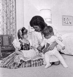 Jaqueline, Caroline & John Kennedy