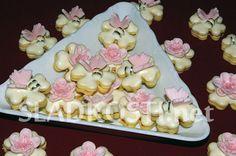Čtyřlístky pro štěstí Meringue Cookies, Challah, Macaroons, Christmas Cookies, Icing, Cupcakes, Sweets, Recipes, Food