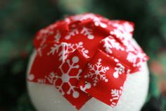 Knitty Gritty Thoughts: Happy Thanksgiving and Free Fabric Styrofoam Ball Pattern! Sewn Christmas Ornaments, Christmas Tree Quilt, Pinecone Ornaments, Cone Christmas Trees, Quilted Ornaments, Fabric Ornaments, Christmas Balls, Christmas Decorations, Acorn Crafts