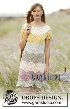 """Вязаное спицами красивое платье с простым узором """"Создай волну"""" от Дропс"""