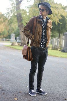 Brown eyed boy (by Charlieo Vandenbergio) Men's Fashion, Fashion Moda, Fashion Outfits, Fashion Ideas, Colored Pants Outfits, Hipster Man, Stylish Boys, Brown Jacket, Men Street