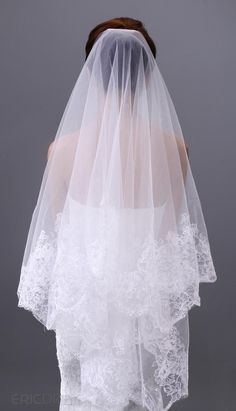 Charming Tulle Lace Fingertip Wedding Veil, new arrival Keywords: #weddingveils #jevelweddingplanning Follow Us: www.jevelweddingplanning.com www.facebook.com/jevelweddingplanning
