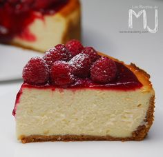Las Recetas de MJ: NEW YORK CHEESECAKE CON FRAMBUESAS | Videoreceta Oreo Cheesecake, Pumpkin Cheesecake, Cheesecake Recipes, Dessert Recipes, Classic Cheesecake, Strawberry Cheesecake, Chocolate Cheesecake, Mini Desserts, Just Desserts