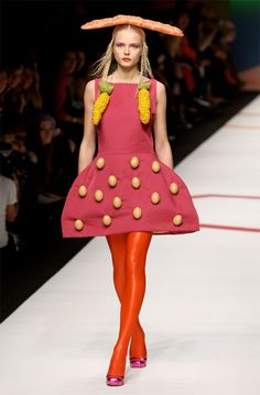 Here are a few designs by Agatha Ruiz de la Prada from her Fall 2009 collection. What's up with the sunny side up fried eggs? Spanish Fashion, Italian Fashion, Prada, Agatha, Fashion Labels, Wearable Art, Editorial Fashion, Runway Fashion, Style Inspiration