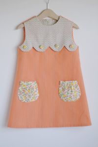 Sweetest Dress with scallop + floral pockets. DIY for an existing tee/dress? Imagine with ivory lace at the top ovory tulle and cotton behind it with lace pokects Sewing For Kids, Baby Sewing, Sewing Baby Clothes, Dress Sewing, Diy Dress, Vintage Baby Clothes, Vintage Baby Dresses, Vintage Outfits, Sweet Dress