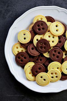 Vanilla And Chocolate Button Cookies « Recipe « Zoom Yummy – Crochet, Food, Photography Vanilla Recipes, Baking Recipes, Cookie Recipes, Dessert Recipes, Vegetarian Chocolate, Chocolate Recipes, Button Cookies, Chocolate Buttons, Chocolate Biscuits