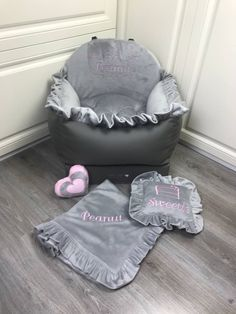 Bed Measurements, Dog Car Seats, Small Pillows, Cozy Bed, Dog Harness, Dog Design, Luxury Bedding, Bassinet, Traveling
