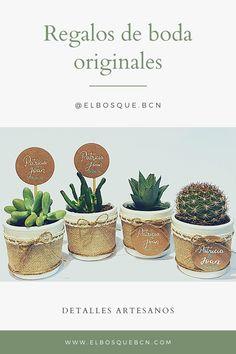 Tendencias 2020 bodas Cactus Y Suculentas, Natural, Planter Pots, Place Cards, Place Card Holders, Mini Cactus Garden, Wedding Day Gifts, Succulent Plants, Ribbons