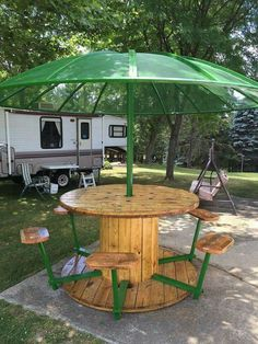Awesome picnic table from cable spool, reclaimed wood and an old satellite dish! Awesome picnic table from cable spool, reclaimed wood and an old satellite dish! Garden Furniture, Outdoor Furniture Sets, Outdoor Decor, Pallet Furniture, Outdoor Tables, Outdoor Seating, Wood Spool Furniture, Patio Tables, Furniture Ideas