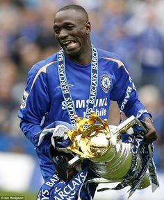 Makelele won two Premier League titles, the same as Kante has already, with Chelsea Chelsea Fans, Chelsea Football, Soccer Skills, Soccer Tips, Best Football Players, Football Team, Chelsea Premier League, Fc 1, Play Soccer