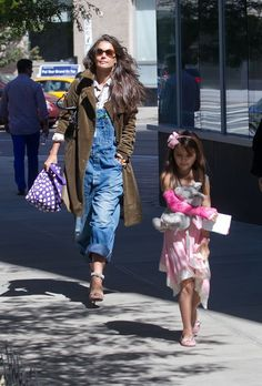 Katie Holmes and Suri headed to the nail salon in New York City (September 22).