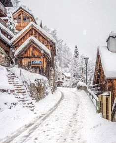 A beautiful winter landscape with lots of snow. - A beautiful winter landscape with lots of snow. Places To Travel, Places To Visit, Travel Destinations, Winter Szenen, Winter Time, Winter House, Vermont Winter, Les Continents, Winter Images