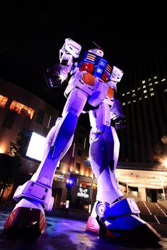 Gundam gets packaged into giant statue. Life size Gundam in Tokyo, Japan