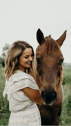 Horse Senior Pictures, Pictures With Horses, Photography Senior Pictures, Summer Photography, Horse Photos, Horse Photography, Creative Photography, Senior Portraits, Couple Photography